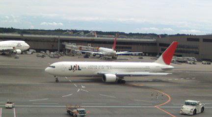 成田空港で二時間まちぼうけ。