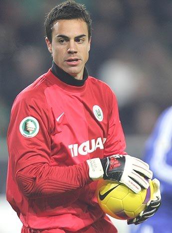 海外のサッカー選手は眉毛ボーンがタイプ。