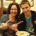 スペイン人が食べる、初めての日本食